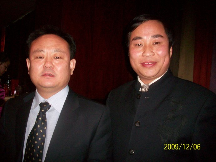 与企业商会会长刘兴华在一起