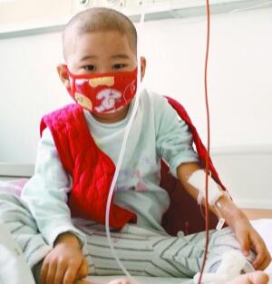 上图,乔领、宁雪君作品义卖救助的吉林小男孩白血病患者。