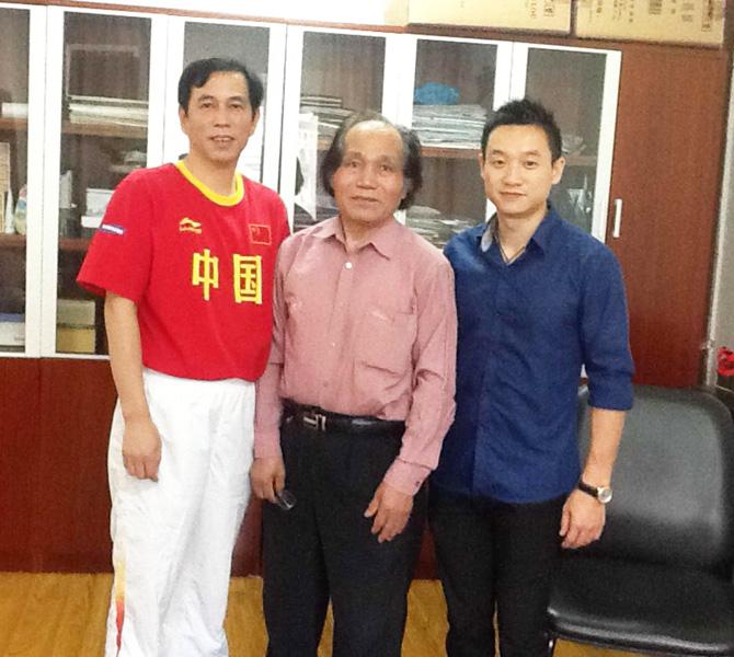 蒋征与世界体操冠军杨威合影