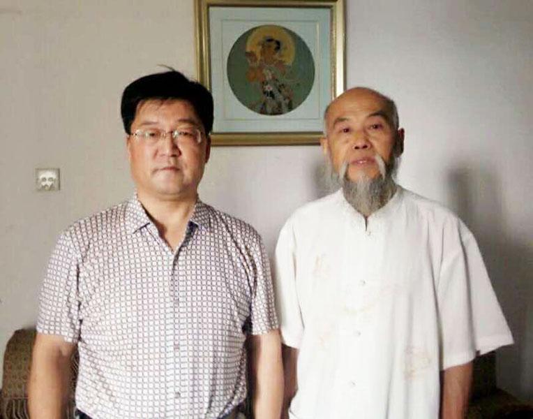与中华民间书画名家联合会主席田和欣合影