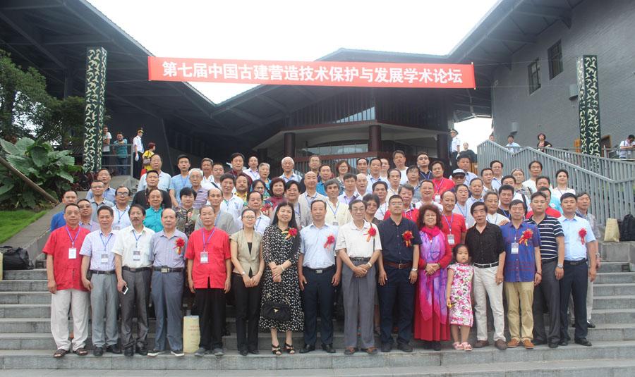 """杜福生老师参加""""古建与书画之美""""展览与中国民族建筑研究会领导及艺术家合影"""