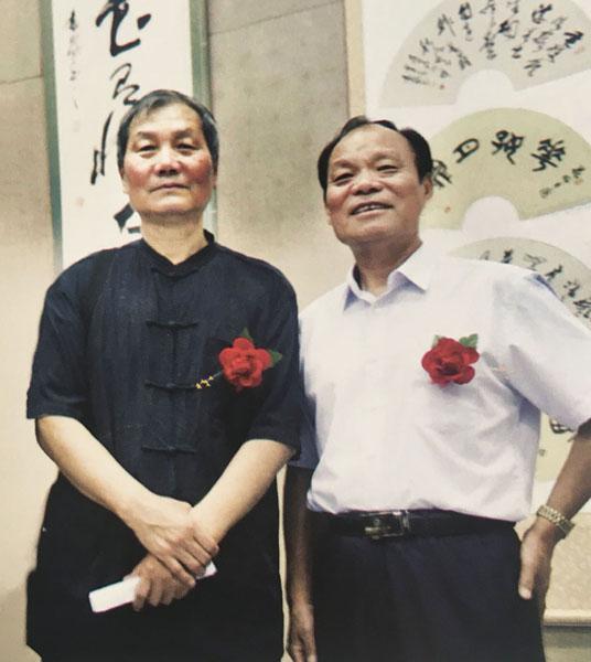 作者与中国当代著名书法家李刚田先生(左)合影