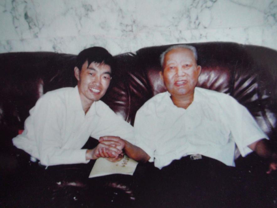 原国家领导人华国锋主席亲切接见乔领