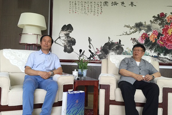 与原沈阳军区司令员,现中国党建画院党组书记钱国樑上将合影