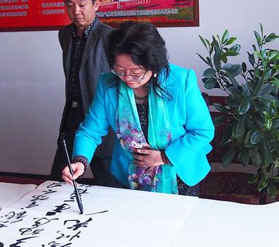 李文兰---特邀最受欢迎的人民书画家献礼全国两会