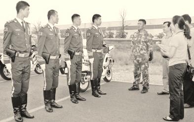 ●际华3515公司领导率领技术团队进入阅兵村现场服务。