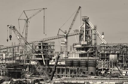 ●代表世界最高水平的湛钢高炉工程在建设中。