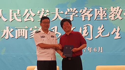 樊京玉书记为马万国老师颁发聘书