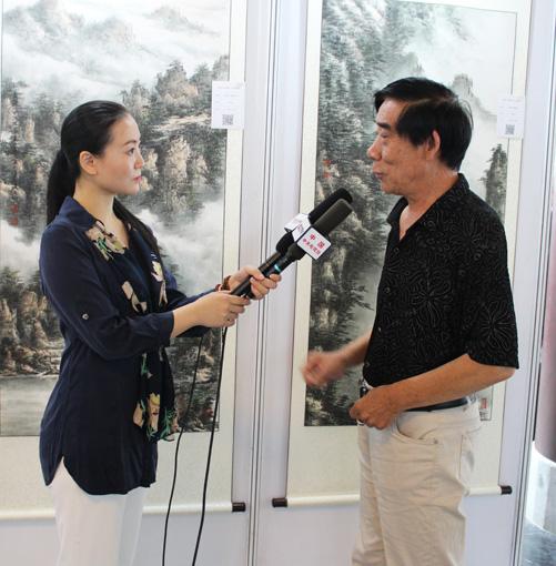 张文山老师接受中央电视台记者采访