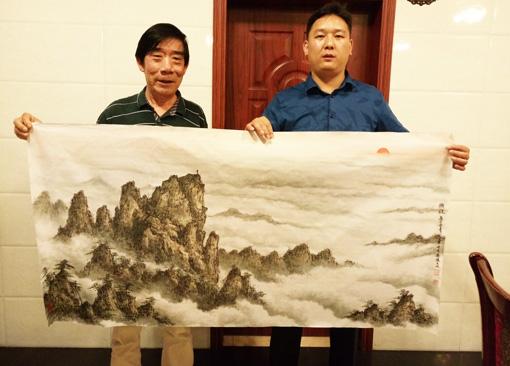 张文山老师和中国民族建筑研究会副秘书长苏庆河留影