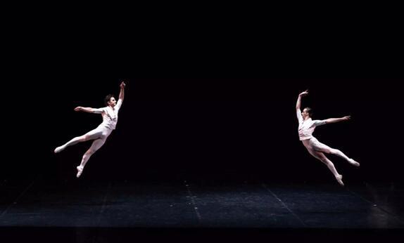 新颖、震撼的芭蕾舞剧《浮士德II》给中国观众带来全新的艺术感受