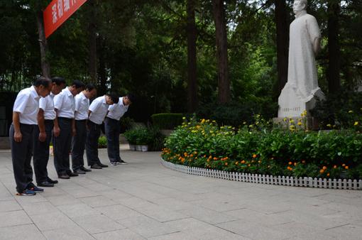 8、深鞠一躬致敬民族英雄。