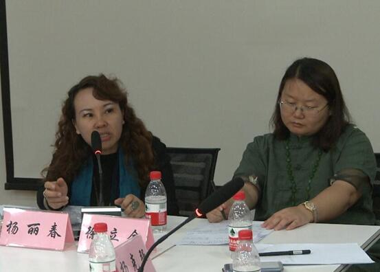 中国本土心理剧创立者杨立春教授对剧本提出中肯意见。
