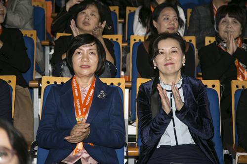 陕西省妇联副主席党洁(左)与吴恒莉