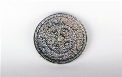 唐代海兽葡萄纹镜鉴藏