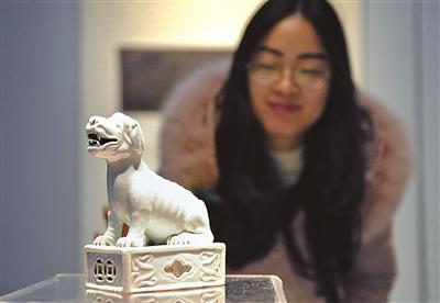 宁波博物馆举行狗年生肖文物展