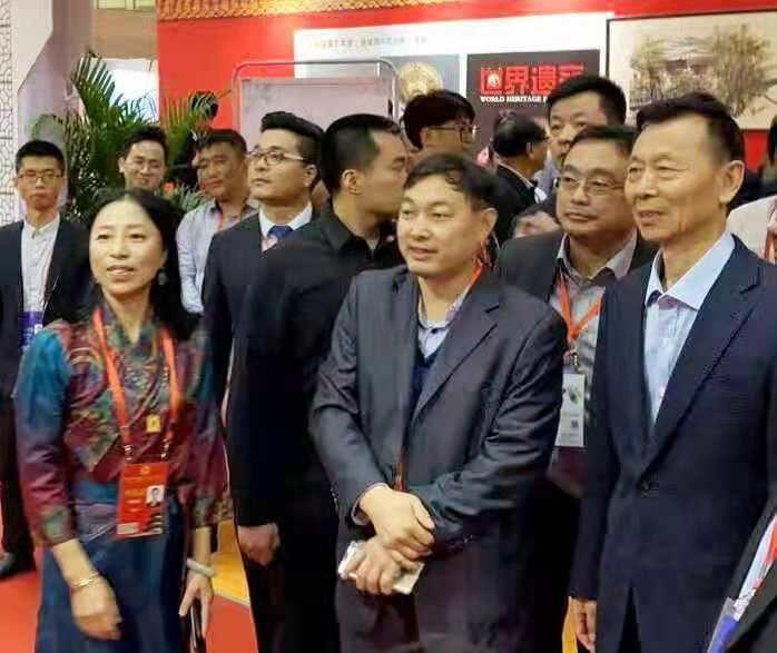 《陈晓光副主席莅临乔领、宁雪君国礼艺术作品展》