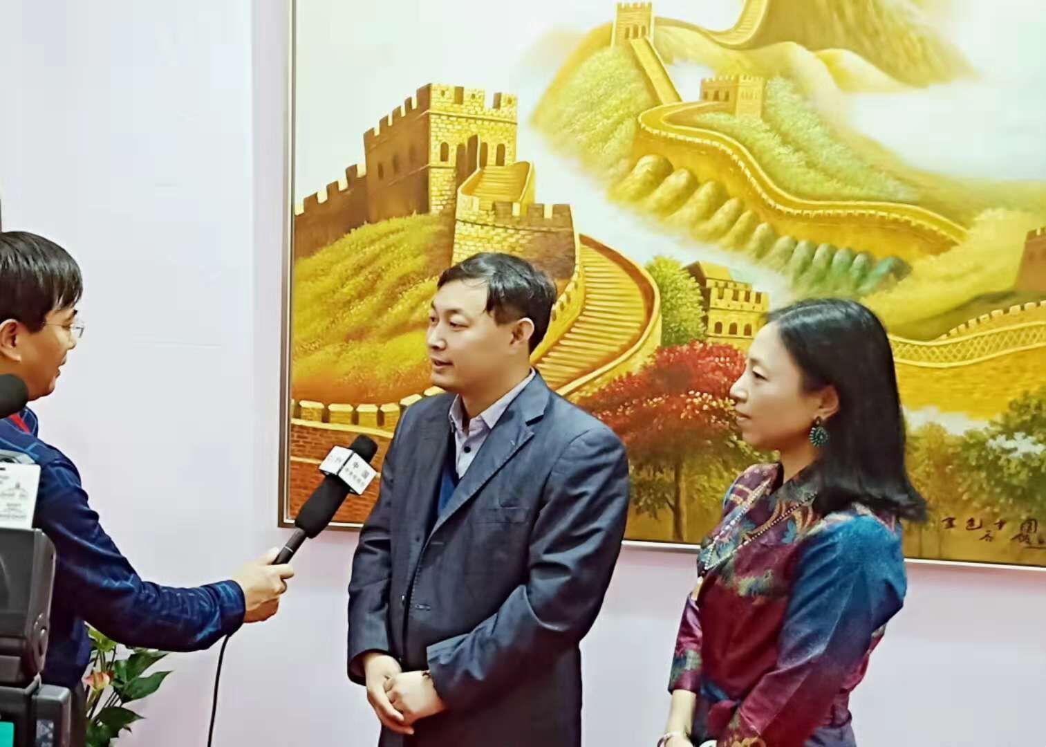 乔领、宁雪君国礼艺术作品展上,接受中央电视台专访
