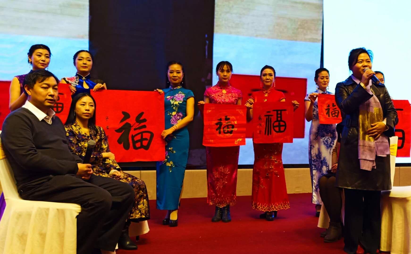 热情好客的湘西苗族同胞,以民族礼仪浓情欢迎著名国礼书画家乔领、宁雪君